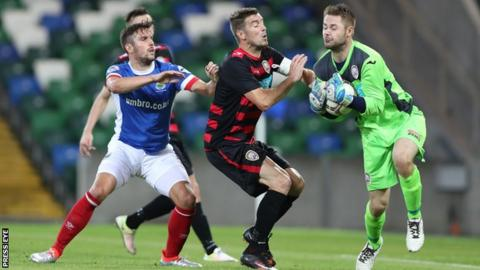 Linfield and Coleraine drew 1-1 at Windsor Park on 10 August