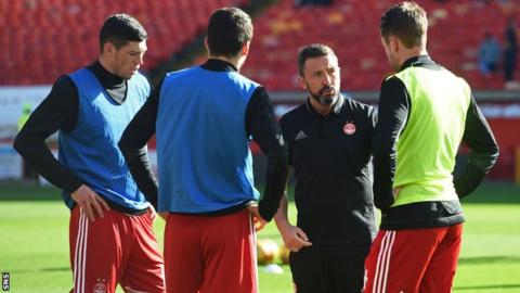 Aberdeen players with Derek McInnes