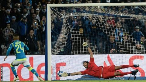 Spot-on Insigne beats Buffon as Napoli hold PSG