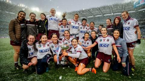 Slaughtneil retained the Bill and Agnes Carroll Cup by beating St Martin's of Wexford 1-9 to 0-7