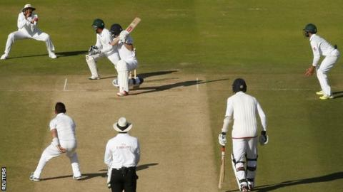 Yasir Shah took 10 wickets in the match, included this second-innings dismissal of Chris Woakes who was caught at slip