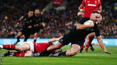 Israel Dagg scores New Zealand's first try