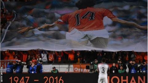 Johan Cruyff tribute during Netherlands v France