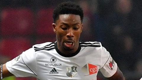 Serge Gakpe in action for Amiens