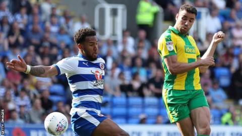 Hal Robson-Kanu of West Bromwich Albion has a shot during the Sky Bet Championship fixture between Reading FC and West Bromwich Albion