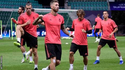 Bale and teammates including Sergio Ramos and Luka Modric stretching in Estonia during training session