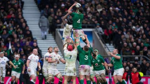 Ireland and England contest a line-out during the 2018 Six Nations
