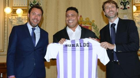 "Brazilian former soccer player Ronaldo Nazario (C) poses with the Mayor of Valladolid, Oscar Puente (L), and the President of Real Valladolid, Carlos Suarez, during the presentation ceremony of Ronaldo as the major shareholder of Spanish Primera Division League""s team Real Valladolid, in Valladolid, Spain, 03 September 2018"