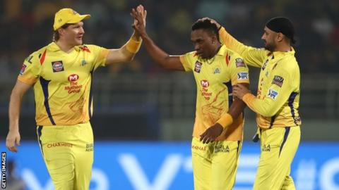 Dwayne Bravo, Shane Watson and Harbajan Singh celebrate wicket