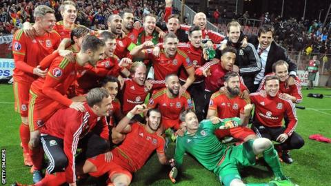 Wales celebrate Euro 2016 qualification in Bosnia-Herzegovina