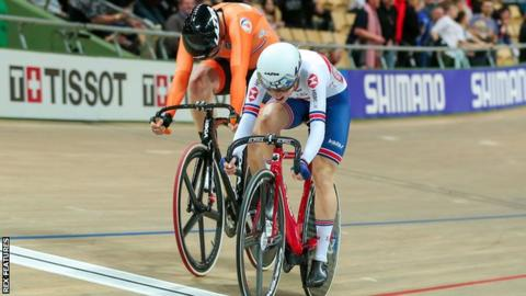 Elinor Barker held off the Netherlands' Kirsten Wild to win women's scratch gold at the 2019 Track World Championships