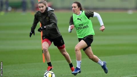 Lisa Evans up against partner and Arsenal team-mate Vivianne Miedema in training