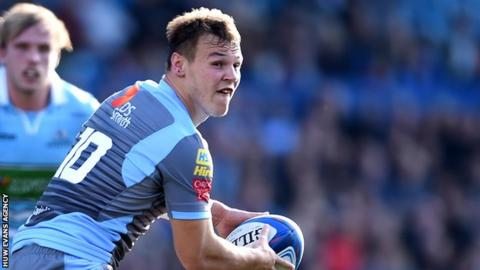Jarrod Evans on the attack for Cardiff Blues
