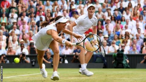 Martina Hingis and Jamie Murray in action at Wimbledon