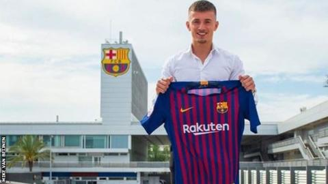 Barcelona sign the son of De Jong's agent