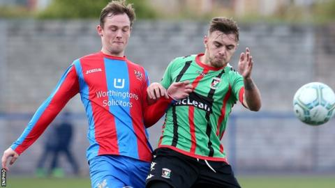 Reece Glendinning (left) will join his brother Ross at Ballymena United