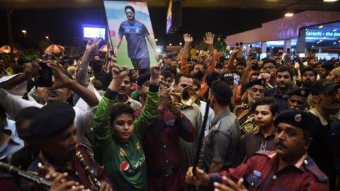 Pakistan fans at Karachi International airport