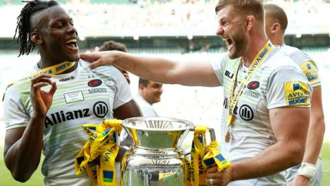 Maro Itoje and George Kruis celebrate with the trophy