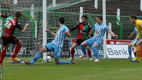 Glentoran's Conor McMenemin shoots towards the Warrenpoint goal