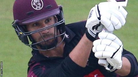 Lewis Gregory batting for Somerset