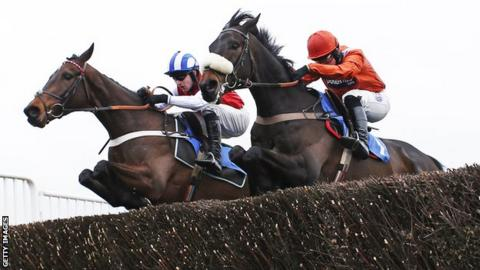 As De Mee (right) trails at Fontwell