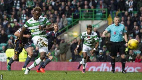 Moussa Dembele scores
