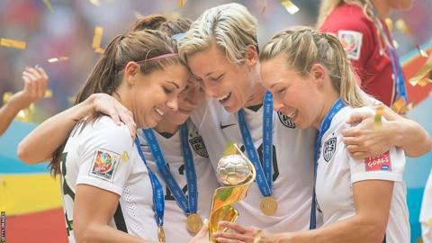 American players celebrate with the World Cup trophy in 2015