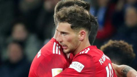 Leon Goretzka (right)