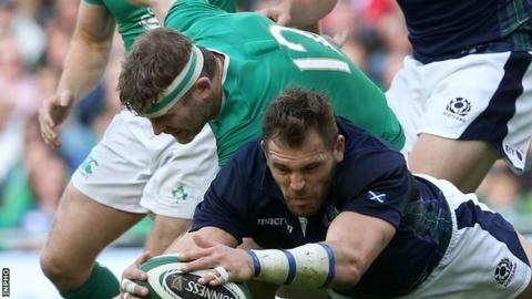 Gordon D'Arcy in action against Sean Lamont at the Aviva Stadium