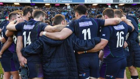 Scotland rugby team huddle