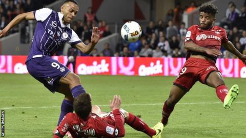 Martin Braithwaite (left) gets a shot away for Toulouse