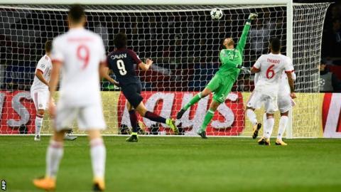 Edinson Cavani scores for Paris St-Germain against Bayern Munich