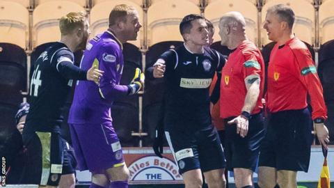 There was confusion when a penalty was awarded to Dunfermline only for the officials to reverse the decision