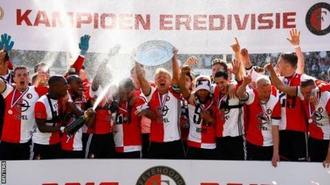 Feyenoord lift trophy