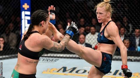 Holly Holm beats Raquel Pennington