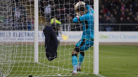 Dundee goalkeeper David Mitchell on the goal line