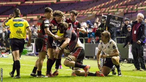 Edinburgh celebrate a late score from Alex Toolis at Murrayfield
