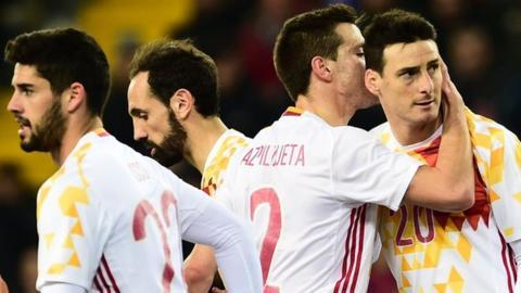Aritz Aduriz earns Spain a draw in Italy