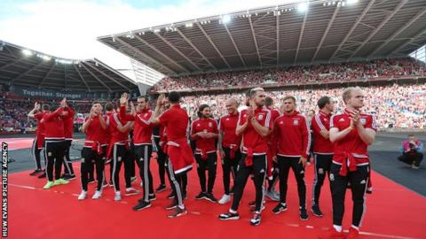 Fans welcome Wales home from Euro 2016
