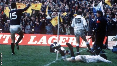 Scotland's Matt Duncan scores a try against Englandin 1986
