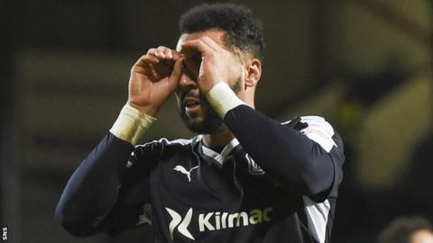 Dundee's Kane Hemmings celebrates