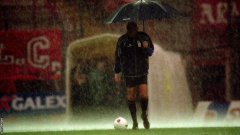 Pierluigi Collina with umbrella
