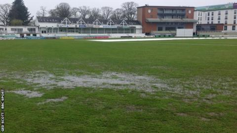 The outfield at New Road remained saturated for the second day running as Worcestershire's opening County Championship match of the season at home to Kent again failed to get started