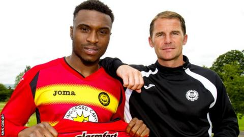 David Amoo with Partick Thistle manager Alan Archibald