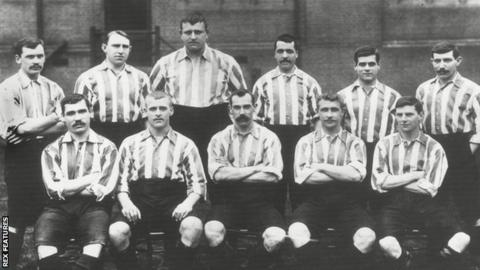 Foulke with his Sheffield United team-mates in 1902