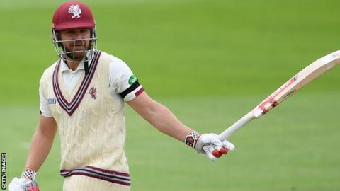 James Hildreth's 43rd first-class century - his first Championship ton of the season - came off 119 balls