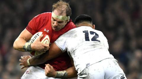 Alun Wyn Jones takes on Manu Tuilagi