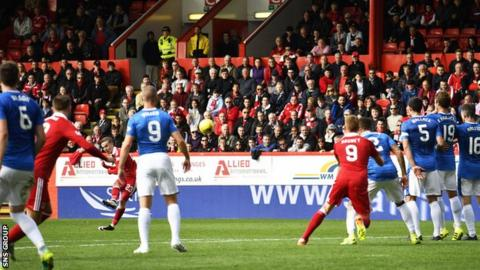 James Maddison scores with a fabulous 90th-minute free kick
