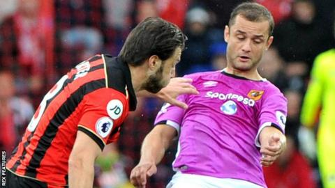 Bournemouth's Harry Arter and Hull City's Shaun Maloney