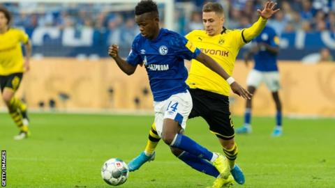 Rabbi Matondo playing for Schalke against Borussia Dortmund